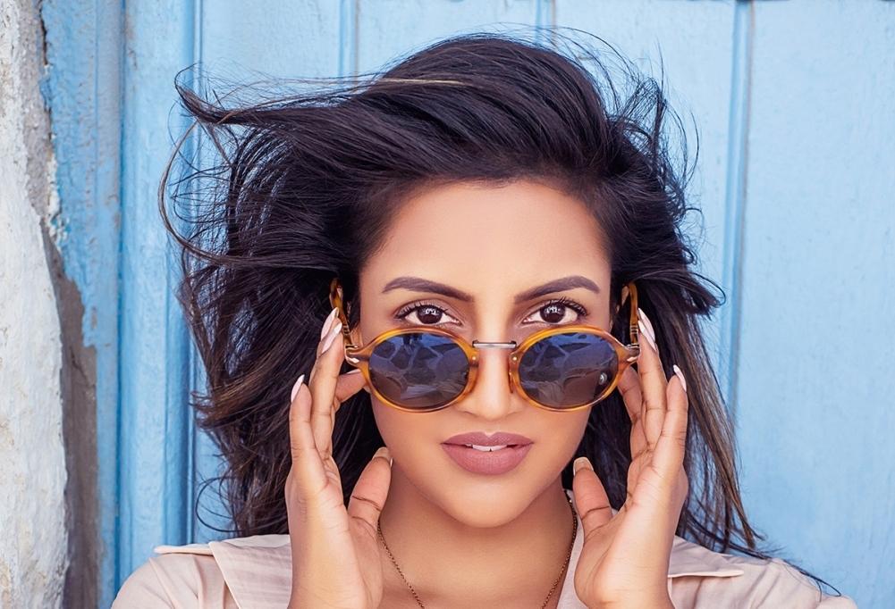 क्रिस गेल के साथ नया गाना ला रहीं ब्रिटिश-भारतीय गायिका अविना शाह