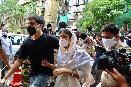 सुशांत मामला : रिया, शोविक की न्यायिक हिरासत 20 अक्टूबर तक बढ़ी