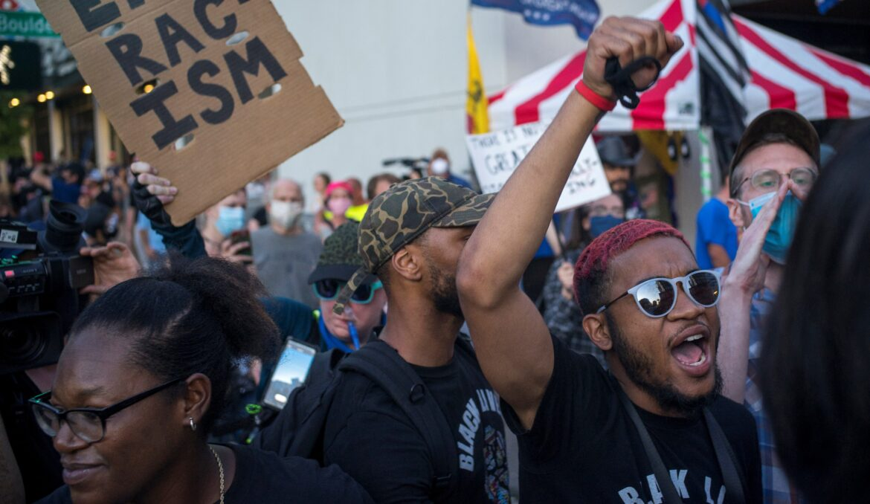 अमेरिका में प्रतिद्वंदी प्रदर्शन रैली में चली गोली, 1 की मौत