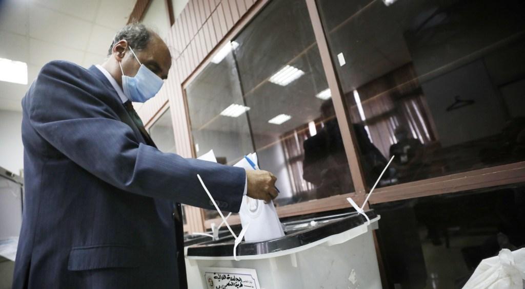 मिस्र में संसदीय चुनाव में पहले चरण का मतदान
