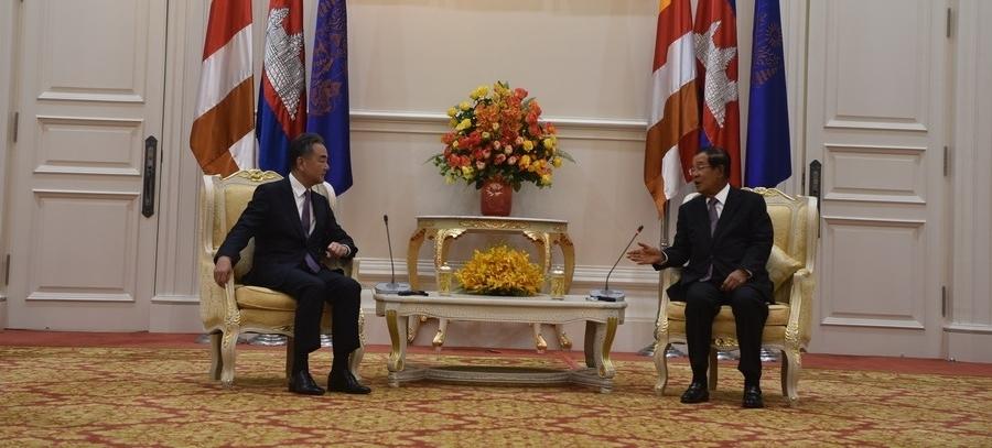 कंबोडियाई प्रधानमंत्री ने की चीनी विदेश मंत्री से मुलाकात