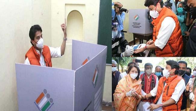 सिंधिया ने ग्वालियर में किया मतदान, कहा-बीजेपी का कार्यकाल होगा ऐतिहासिक