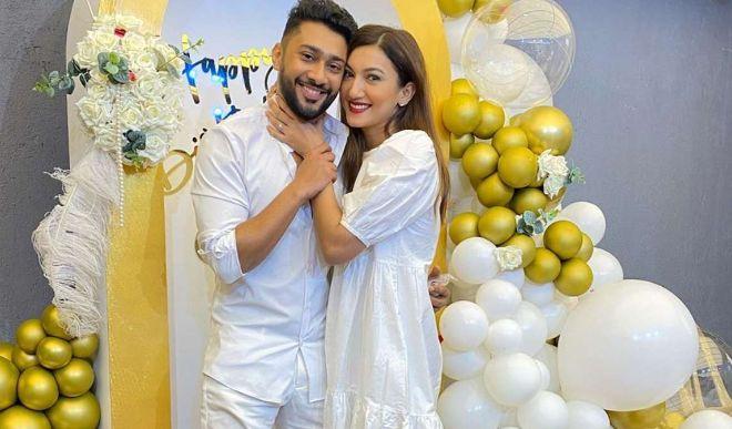 गौहर खान ने 8 साल छोटे बाॅयफ्रेंड के साथ की सगाई, दिसंबर में करेंगी निकाह