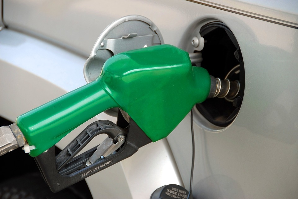 लंबे विराम के बाद बढ़े पेट्रोल, डीजल के दाम, कच्चे तेल में तेजी का असर