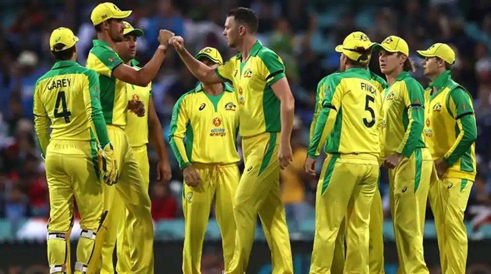 सिडनी वनडे : पहले मैच में बुरी तरह पस्त हुई भारतीय टीम