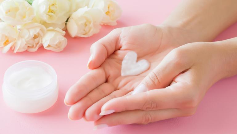 सर्दियों में अगर हाथ रूखे हो जाएं तो ये बेहतरीन उपाय आजमाएं