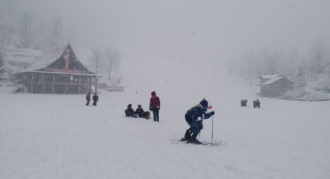 हिमाचल : मनाली में होगी और बर्फबारी, शिमला को अभी इंतजार
