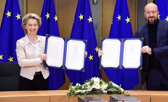 ईयू नेताओं ने ब्रिटेन के साथ पोस्ट-ब्रेक्जिट व्यापार समझौते पर किए स्ताक्षर