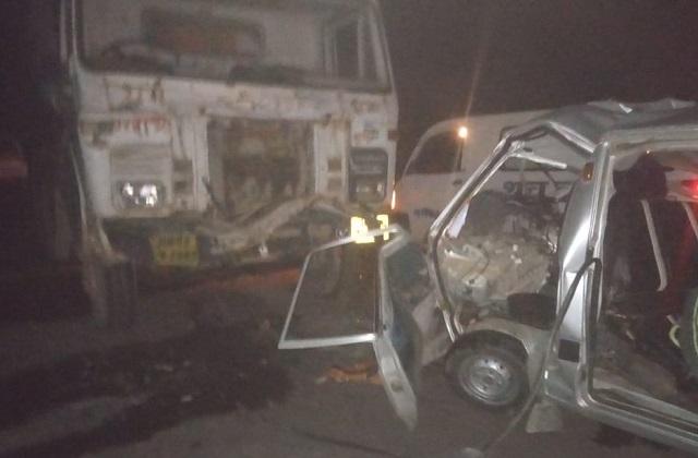 PNC कंपनी के ट्रक ने कार को मारी टक्कर, 3 की मौत 5 घायल