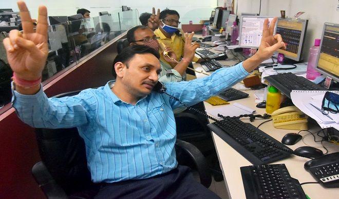 शीर्ष 10 कंपनियों में से सात के बाजार पूंजीकरण में 1.37 लाख करोड़ रुपए की वृद्धि