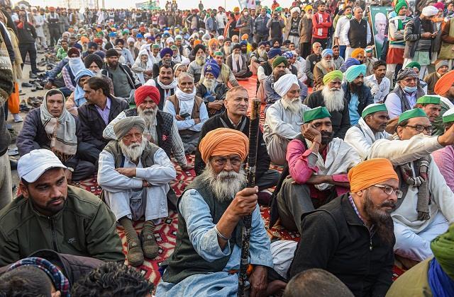 कड़ाके की ठंड में किसानों का प्रदर्शन जारी, दिल्ली बॉर्डरों पर सैकड़ों सुरक्षा कर्मी