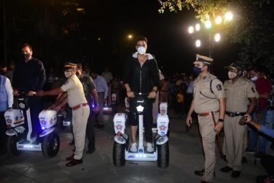 मुंबई पुलिस समारोह में आदित्य ठाकरे संग पहुंचे अक्षय कुमार
