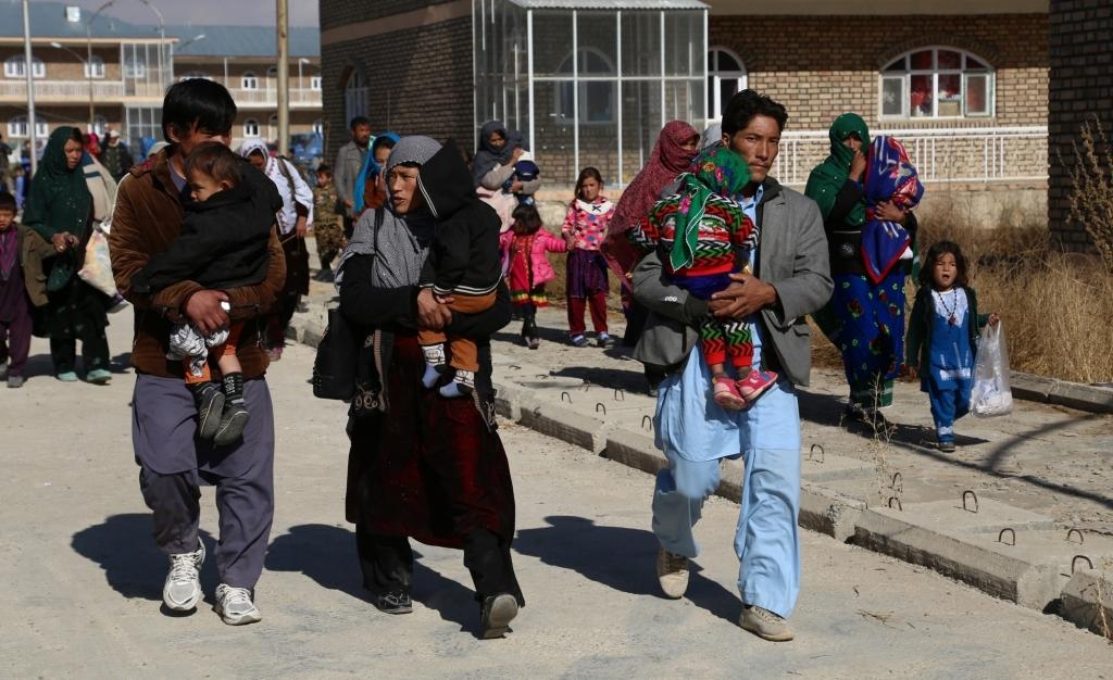 अफगानिस्तान : संघर्ष के कारण 1 महीने में 18,000 परिवार विस्थापित हुए