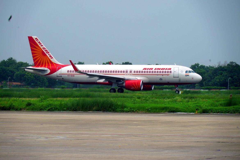 यूके से 250 यात्रियों को लेकर आई एयर इंडिया की फ्लाइट