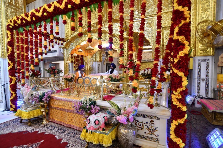 गुरु गोविंद सिंह के प्रकाश पर्व पर हजारों पहुंचे गुरुद्वारा