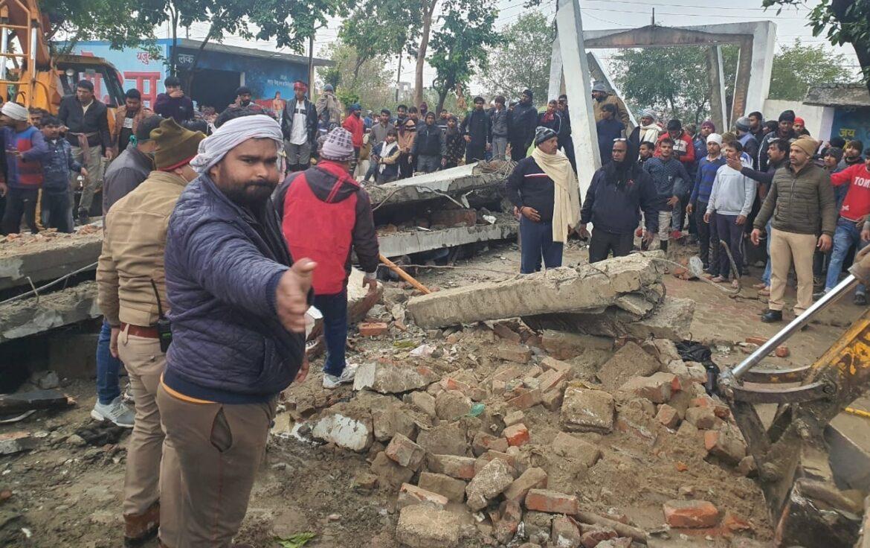 गाजियाबाद में श्मशान की छत गिरी, 19 लोगों की मौत, 20 जख्मी