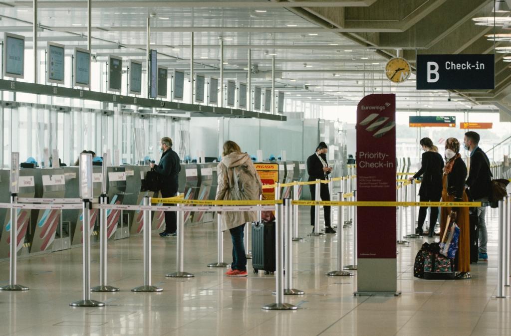 ब्रिटेन से आने वाले यात्रियों पर स्पेन ने लगाए प्रतिबंध