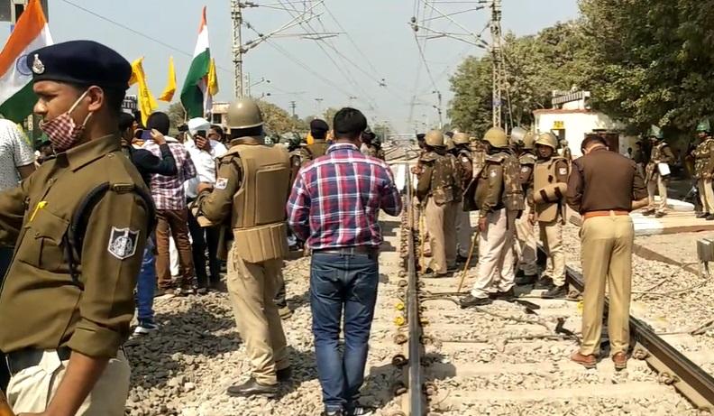रेल रोको आंदोलन का MP में भी दिखा असर, रेलवे और सिविल पुलिस फोर्स ने संभाला मोर्चा