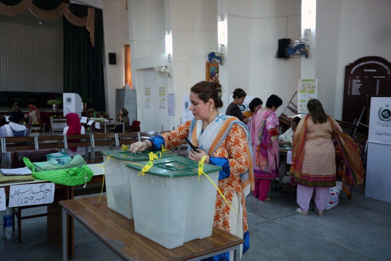 पाकिस्तान में 37 सीटों पर सीनेट चुनाव के लिए मतदान संपन्न