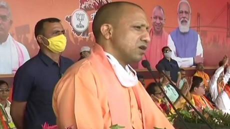 भाजपा की सरकार बनते ही बंगाल में बंद करवा देंगे गो-तस्करी का काम: योगी