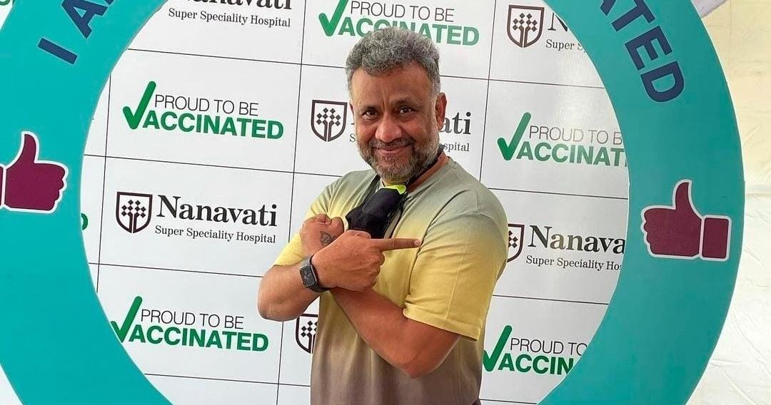 अनुभव सिन्हा ने कोरोना की रोकथाम के लिए टीका लगवाया