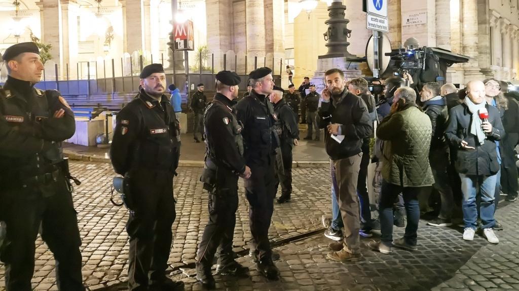 इतालवी पब में गोलीबारी, 10 लोग घायल
