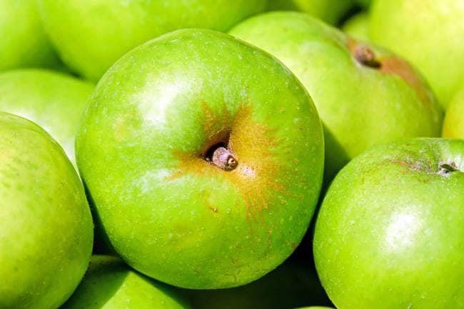 लाल सेब से बेहतर हैं हरा सेब, डायबिटीज व वजन कंट्रोल समेत मिलेंगे ये बड़े फायदे