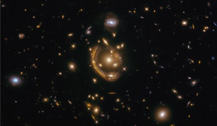 हबल की नई 'आइंस्टीन रिंग' की छवि ने नए शोध को किया प्रेरित