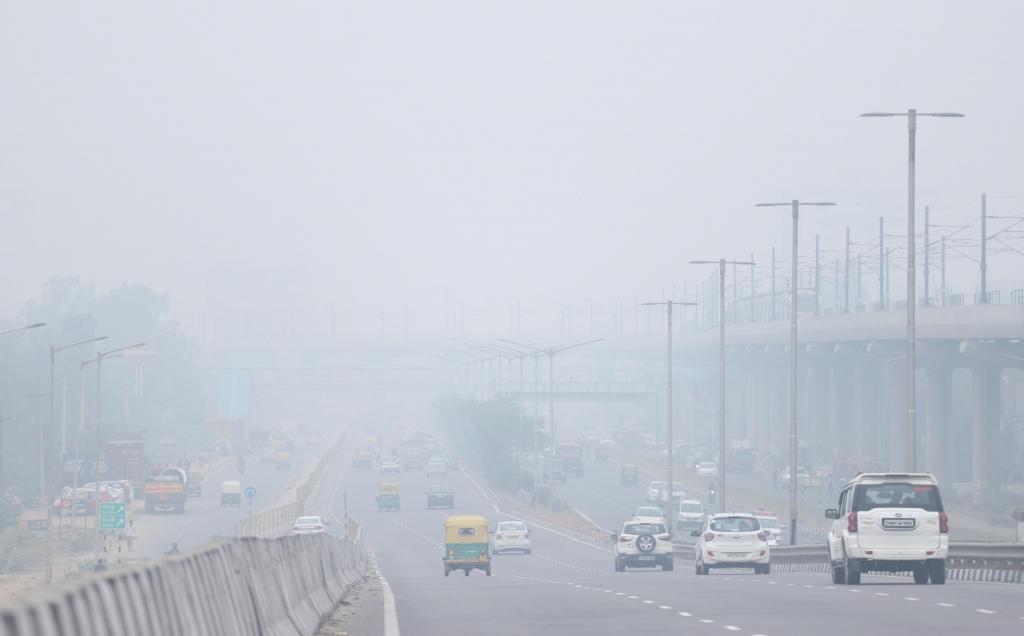 बिगड़ने लगी दिल्ली की आबो-हवा, वायु गुणवत्ता सूचकांक 300 के पार